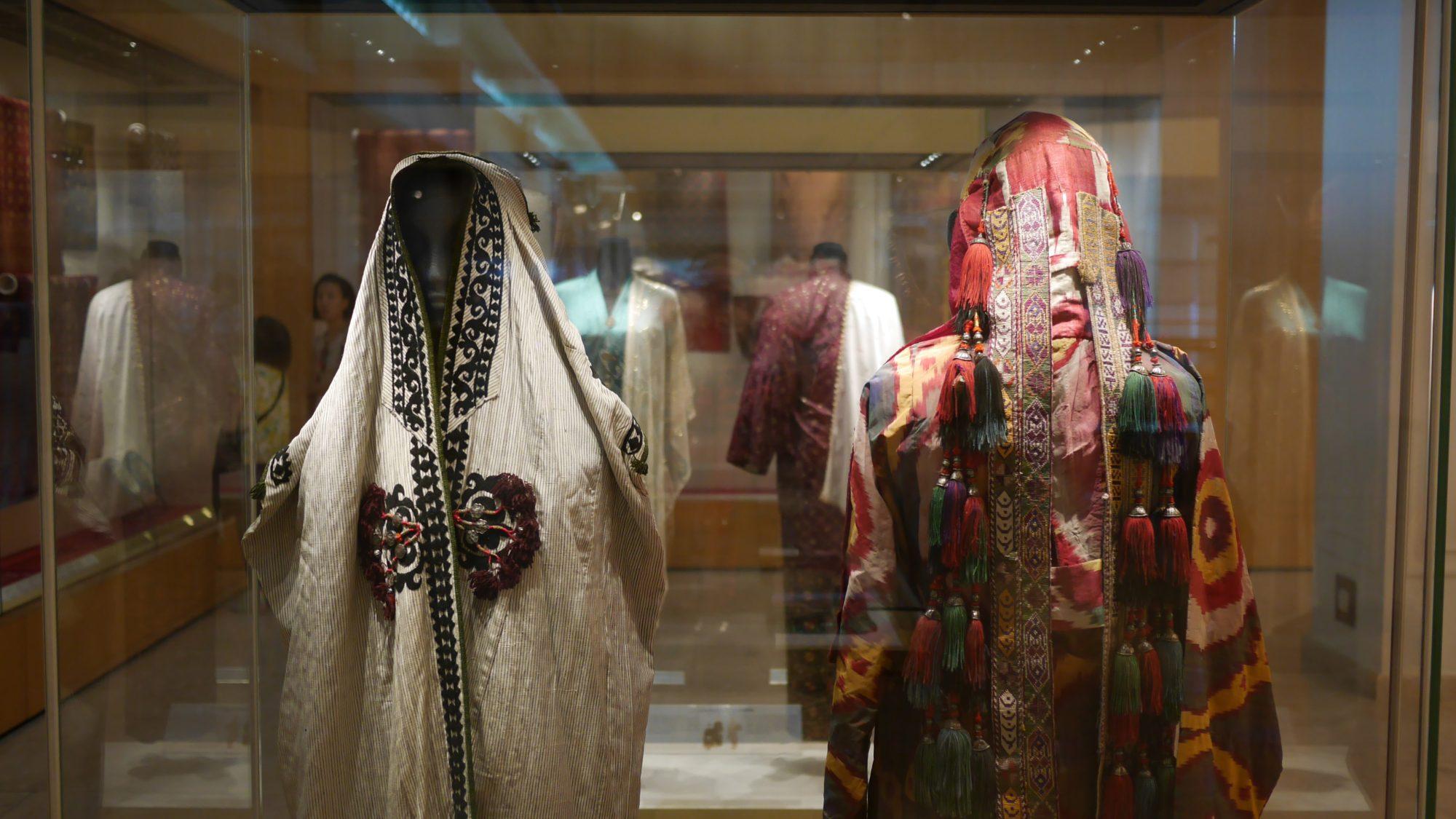 細かく装飾された民族衣装