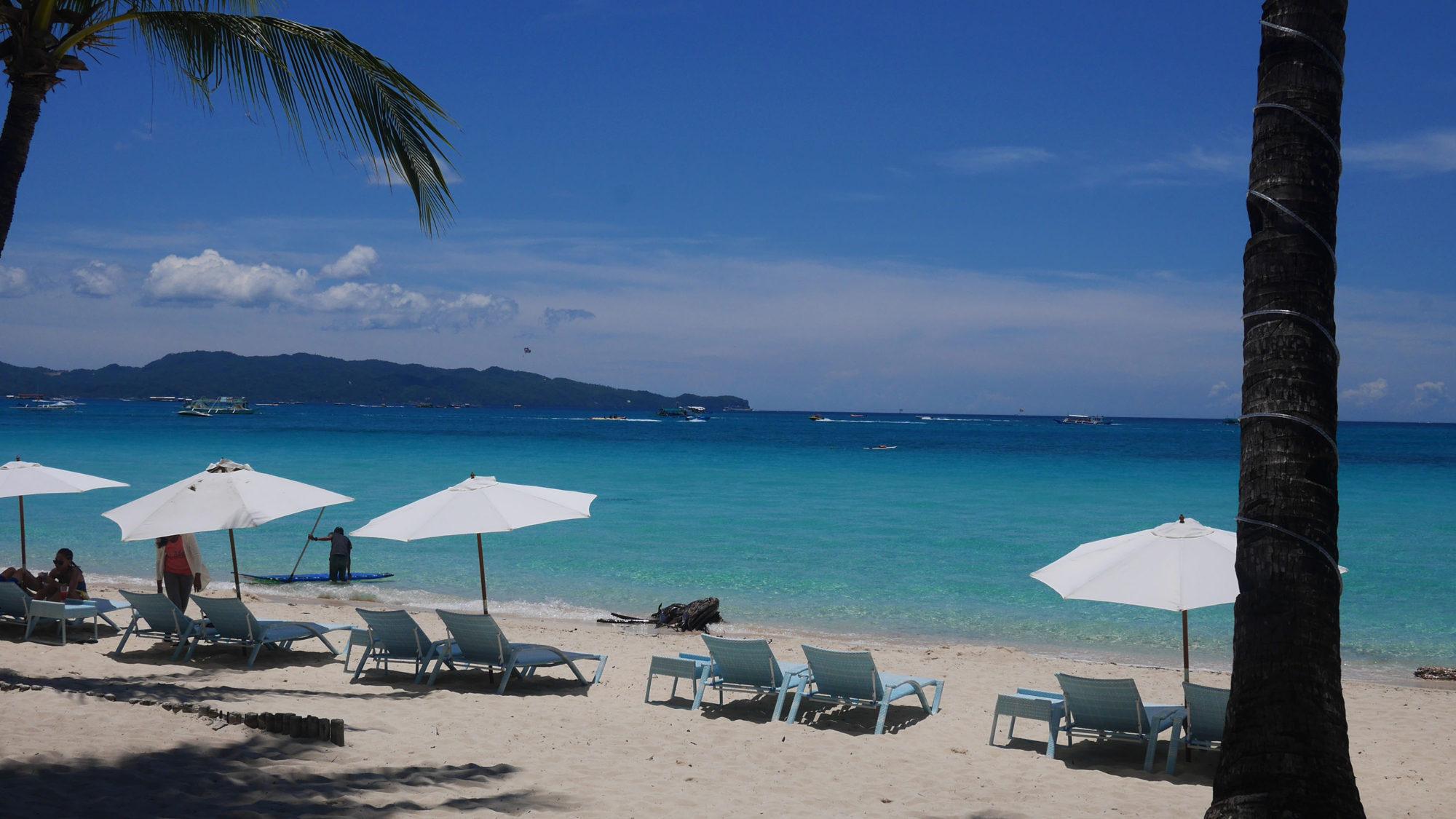 白い砂浜、青い海!